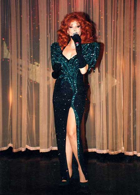 Terry Ritter performing as Reba McIntyre